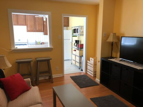 New Flat Screen TV and Free Wifi - Apple Barn Cottage in Flat Rock