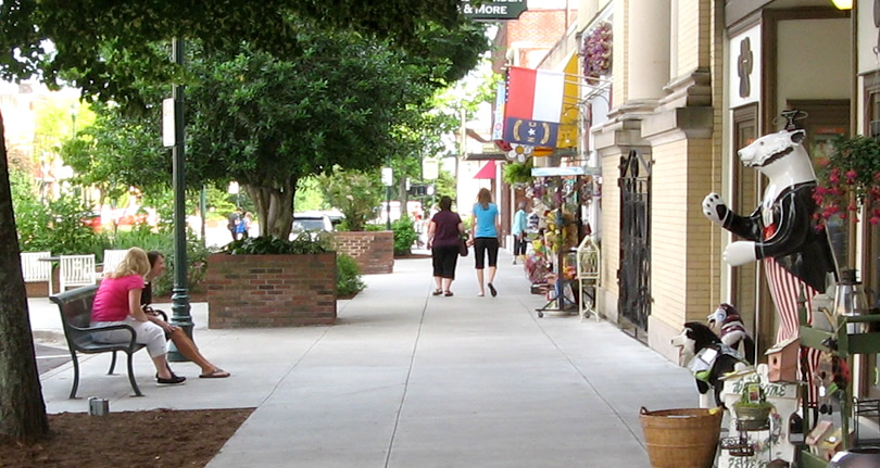 Historic Downtown Hendersonville – Things to do near Meadowbrook Log Cabin