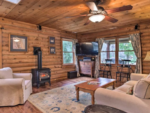 Living room at Meadowbrook Log Cabin