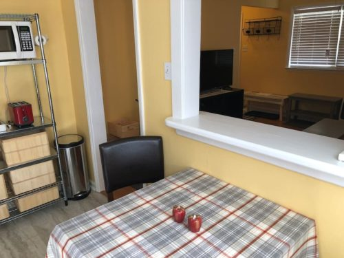 Convenient eat-in kitchen - Apple Barn Cottage in Flat Rock