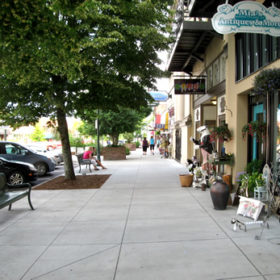 Historic Downtown Hendersonville has plenty of benches and shade trees. - Historic Downtown Hendersonville – Things to do near Meadowbrook Log Cabin