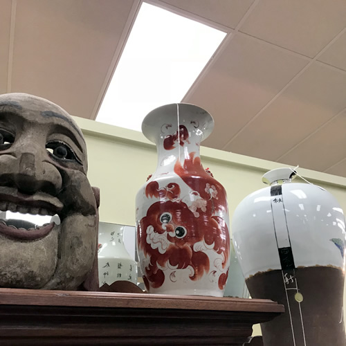 A really strange mask and a Foo Dog vase at Needful Things Antique Mall – Shopping near Meadowbrook Log Cabin, Hendersonville, NC