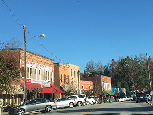 Saluda is a nice stop - Late Fall Drive South along 176, the Old Spartanburg Highway