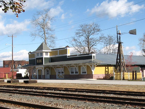 636 Boxcar St Hendersonville, North Carolina Across from the Historic Hendersonville Train Depot– Things to do near Meadowbrook Log Cabin